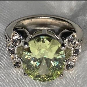 Sparkles!! Size 6 Light Green Ring